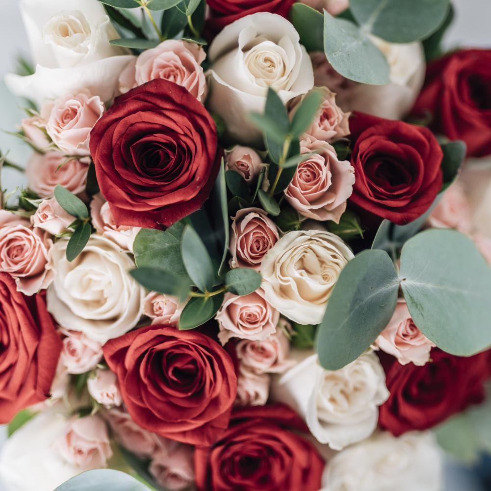 Floristik für Hochzeitsfeier, vom Brautstrauss bis zur Tischdekoration